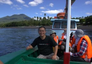 Boat_trip_on_birding_trip_to_Tangkoko_North_Sulawesi_.jpg